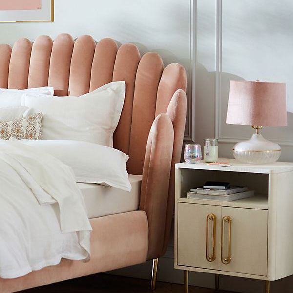 How to Organize a Small Bedroom in 15 Minutes