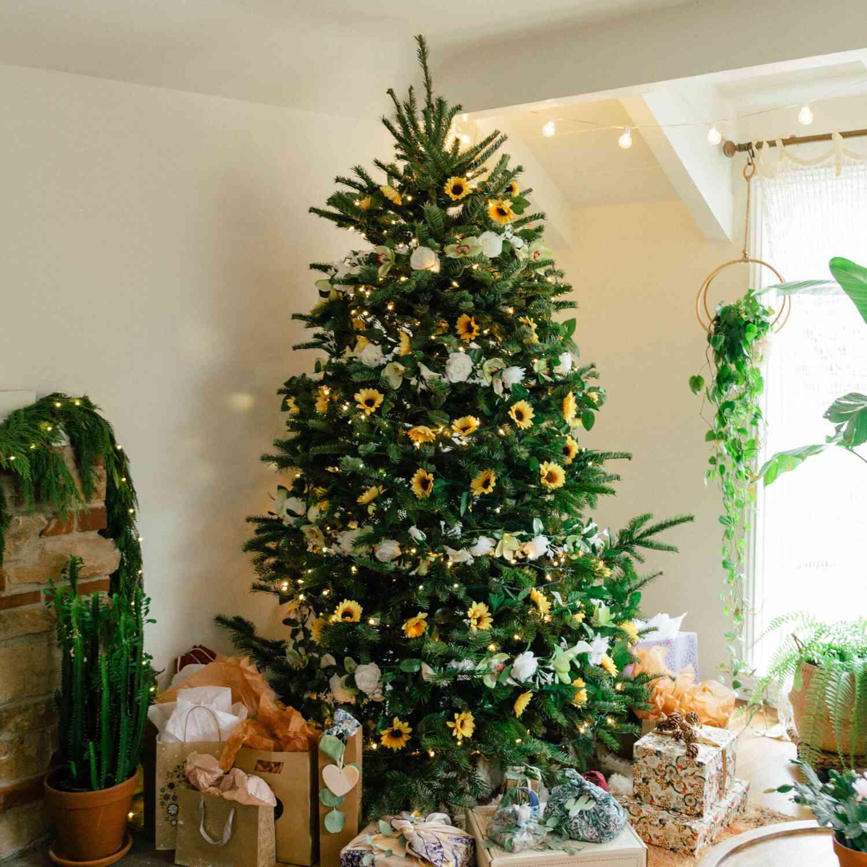 Sunflower adorned Christmas tree