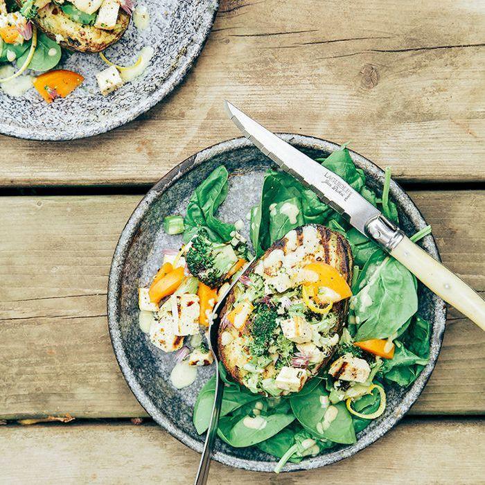 Aguacates Rellenos de Tofu y Brócoli