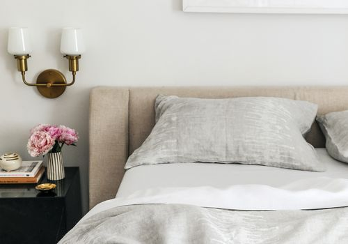 does thread count really matter - bed with gray sheets slightly undone