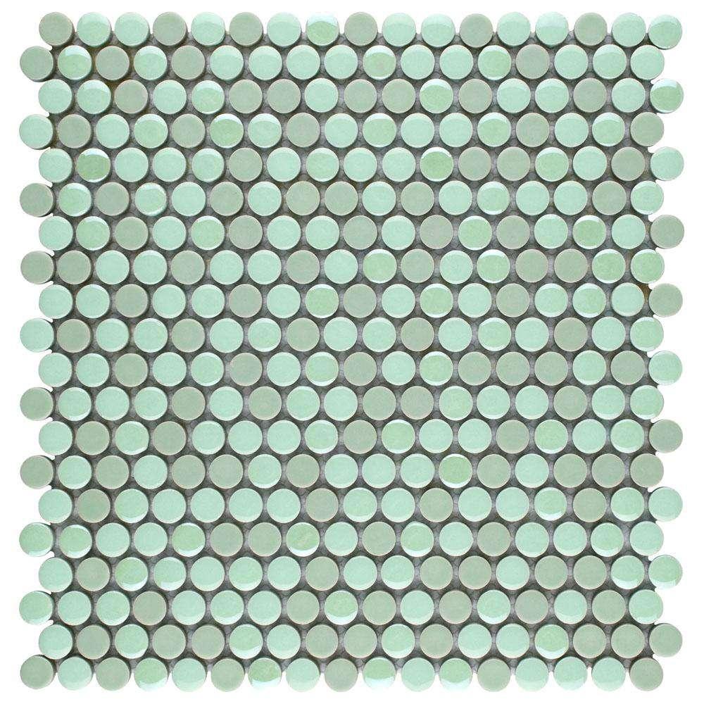 Azulejo redondo de centavo de color menta en una hoja cuadrada de 11 pulgadas.