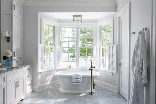 bay window bathtub