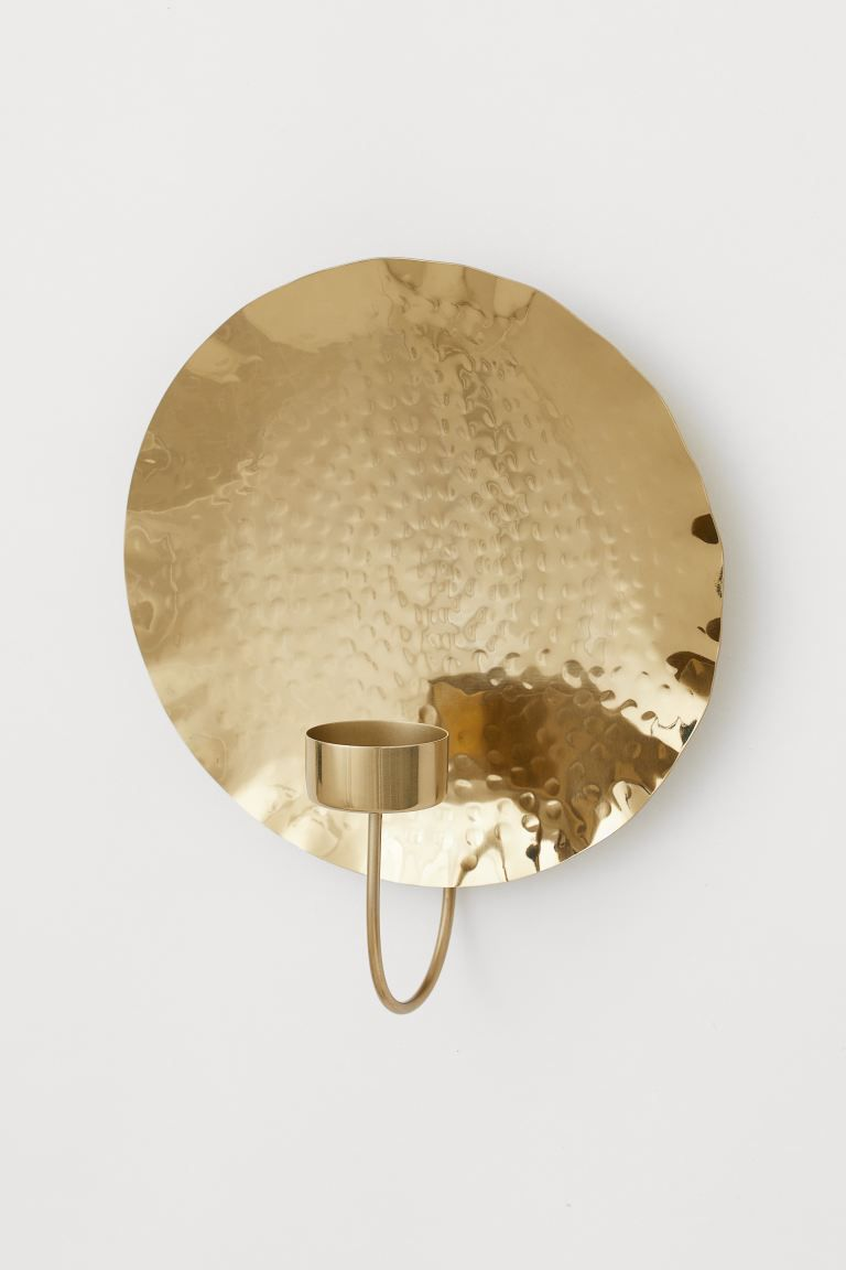 Metal sconce in gold.
