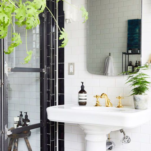 A Feng Shui Expert Would Never Place a Mirror Here, And This is Why