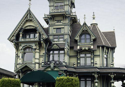 A green Queen Anne house in California