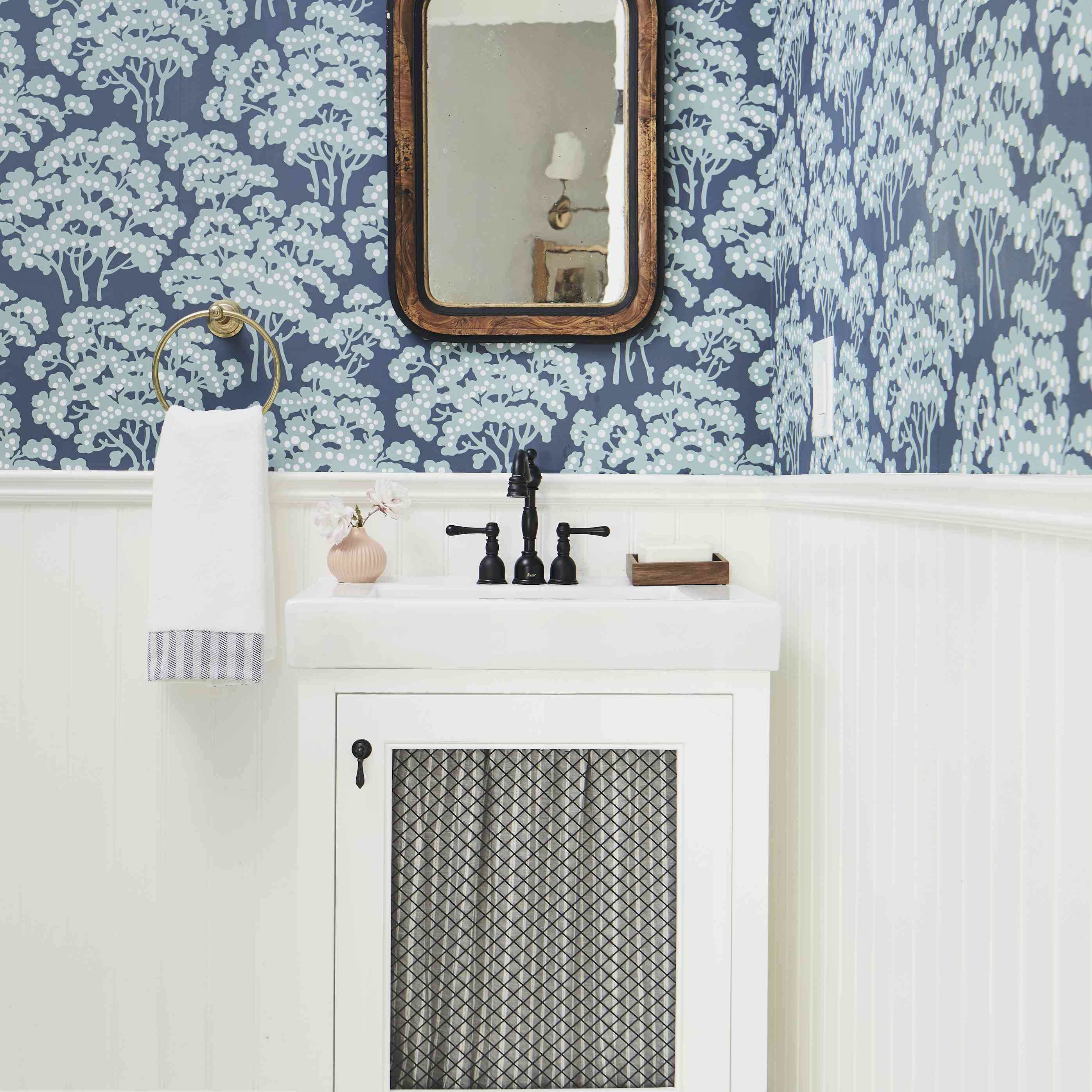 High contrast bathroom
