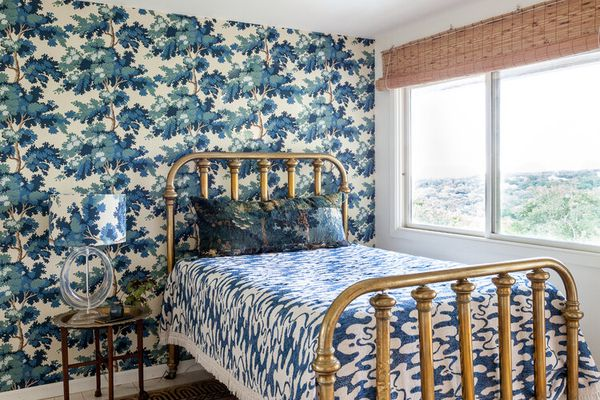 bedroom with a wallpapered accent wall