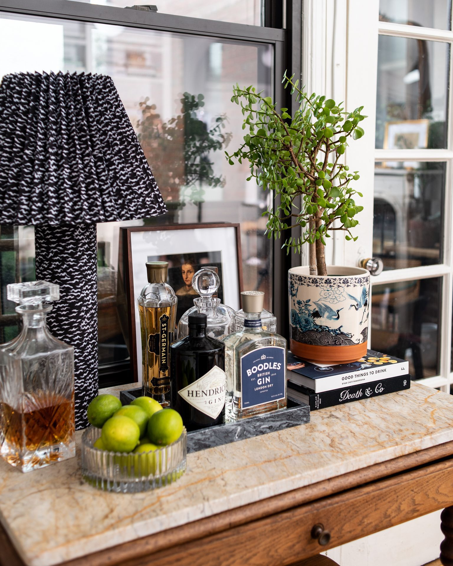 Here's How to Style Your Bar Cart So It Doesn't Feel Basic