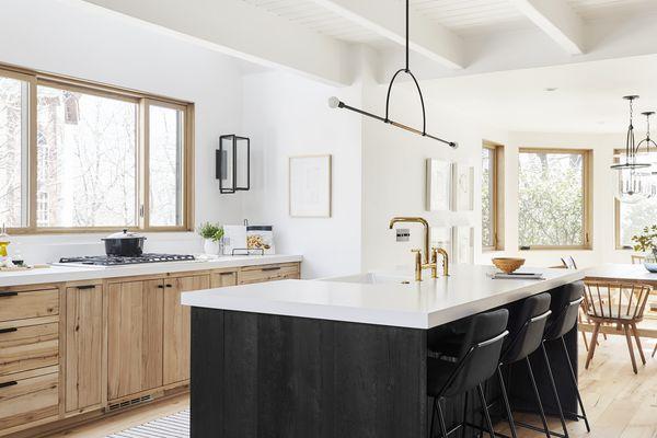 quartz countertops with black base