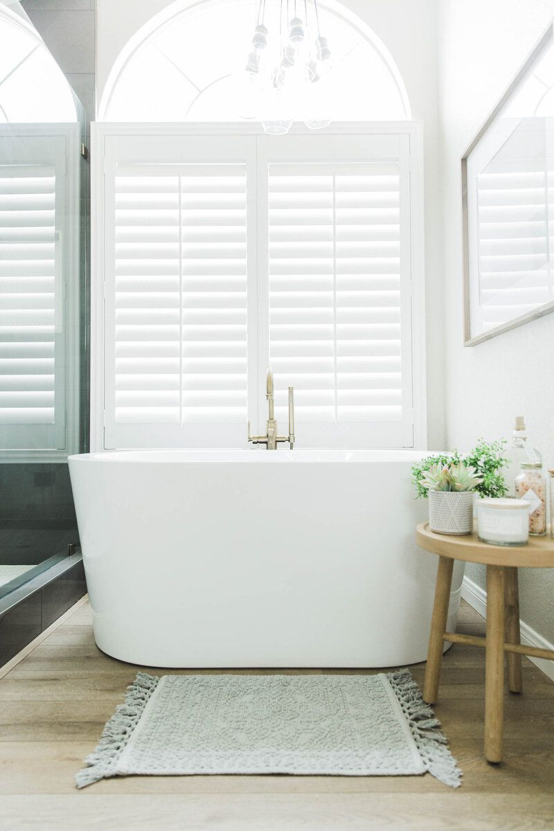 Bathtub with light fixture over it
