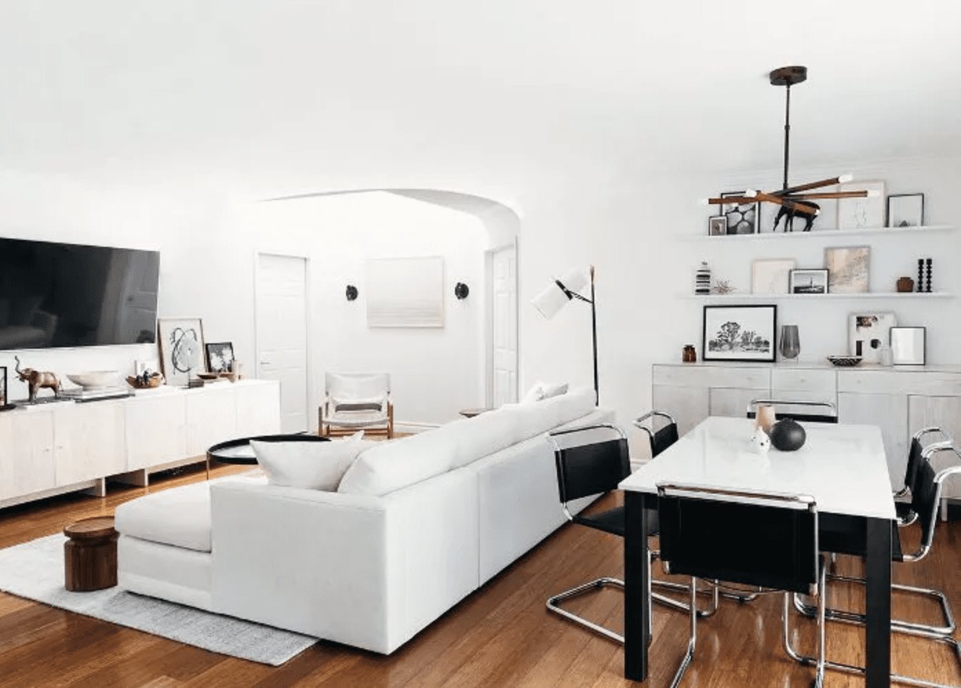 Style blogger Kim Lapides's neutral toned living room