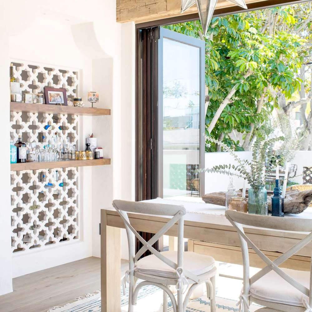 Beach bungalow dining room with cutout accent wall