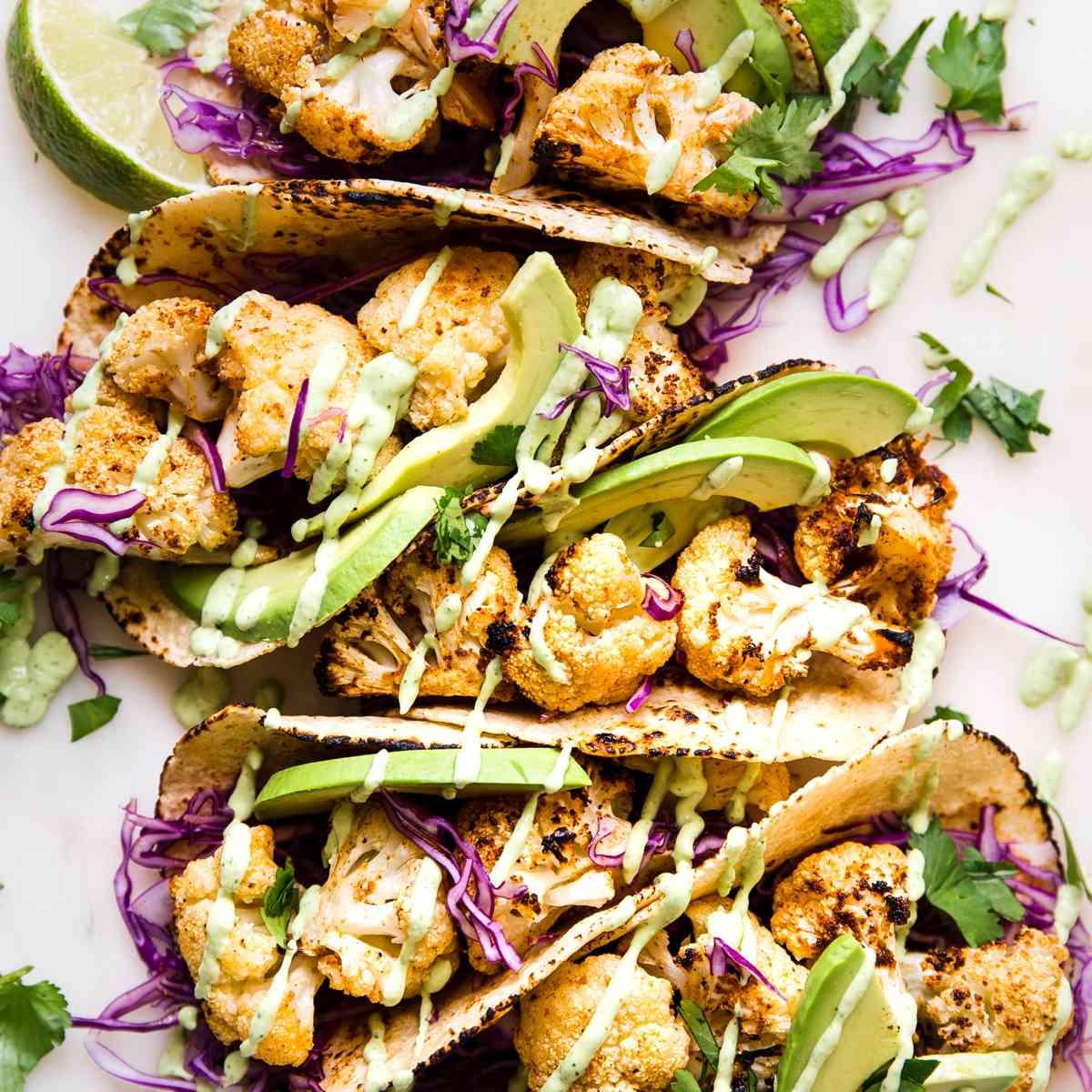 Tacos de coliflor asados