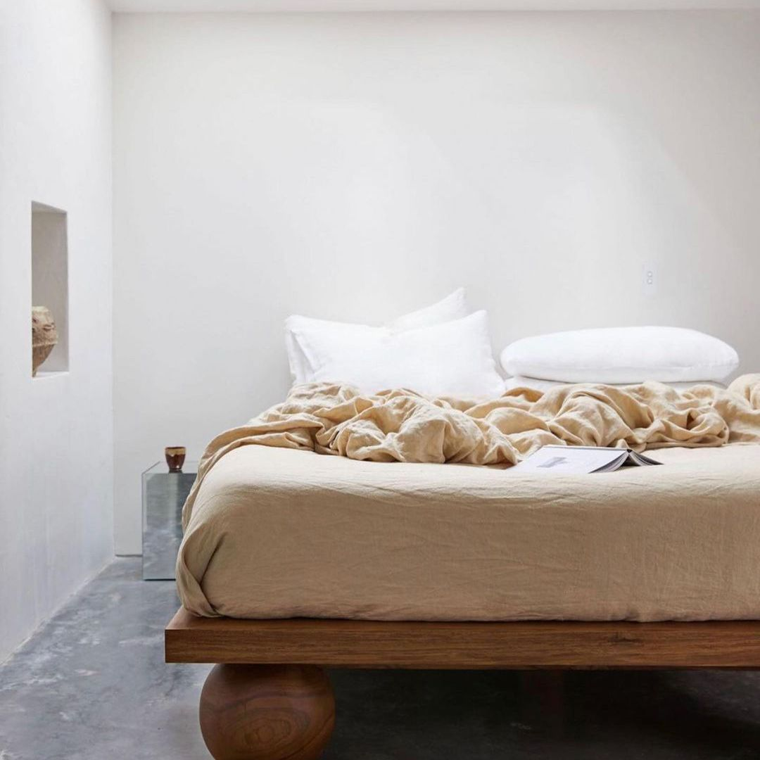 Bed with linen sheets on it