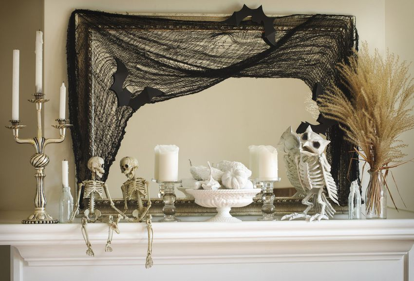 Spooky mantle
