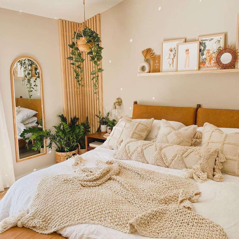 Boho bedroom with plants.