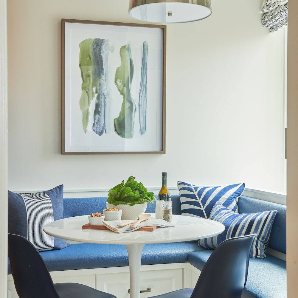 Dining room with blue and linen